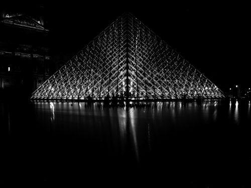#9 Paris – Pyramide du Louvre